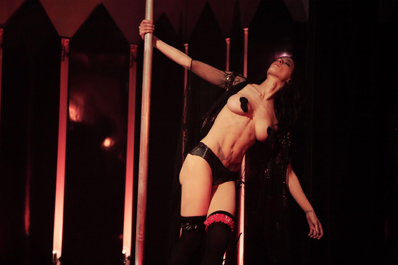 Пышная танцовщица go go секс 22 фотография